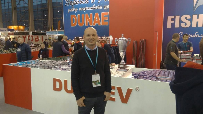 Стенд Dunaev и сам Дунаев, собственной персоной