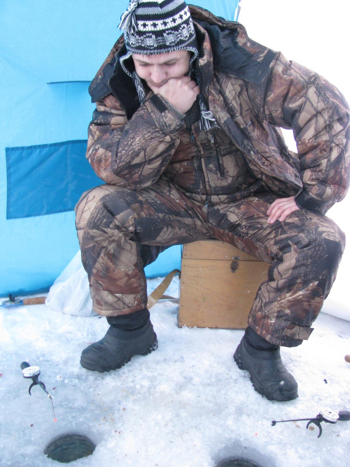 Купите палатку для зимней рыбалки и будете чувствовать себя комфортно в любую погоду.