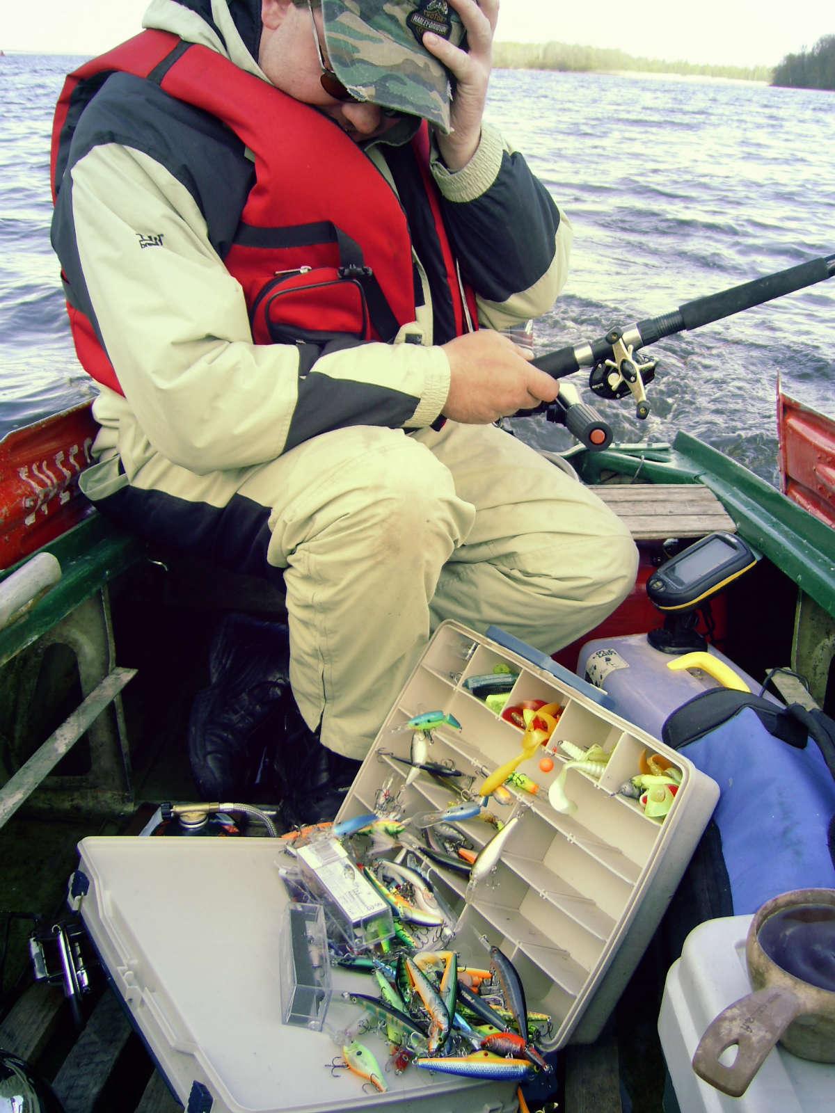 Рыболовные коробки и ящики для рыболовных снастей.