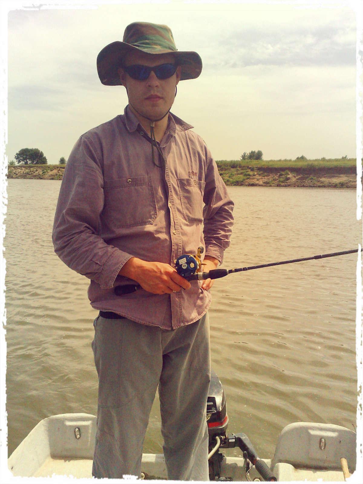 Кастинговое удилище стоит купить тем рыболовам, которые занимаются этим на профессиональном уровне.