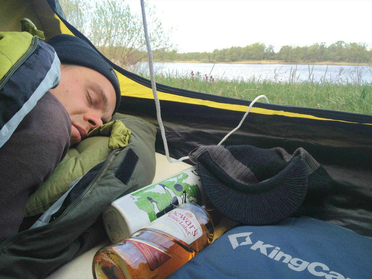 Купить палатку и спать спокойно...