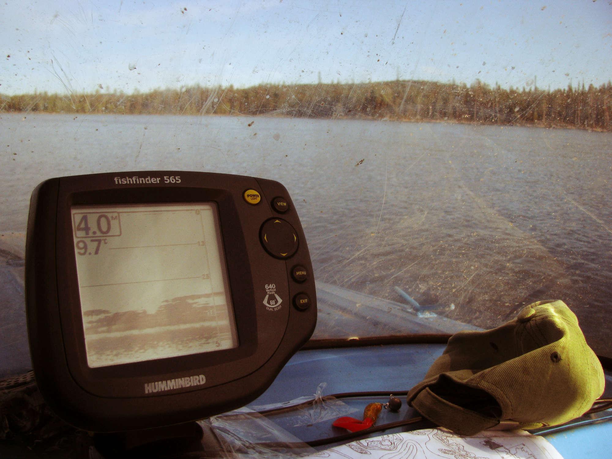 Эхолот позволяет, как на топографической карте видеть все, что происходит под водой.