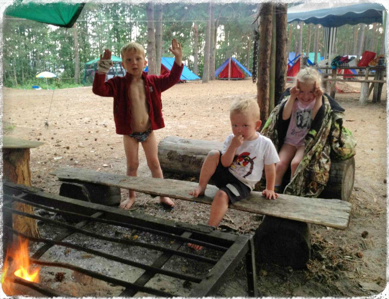 В составе группы трое детей (четыре, шесть, семь лет).