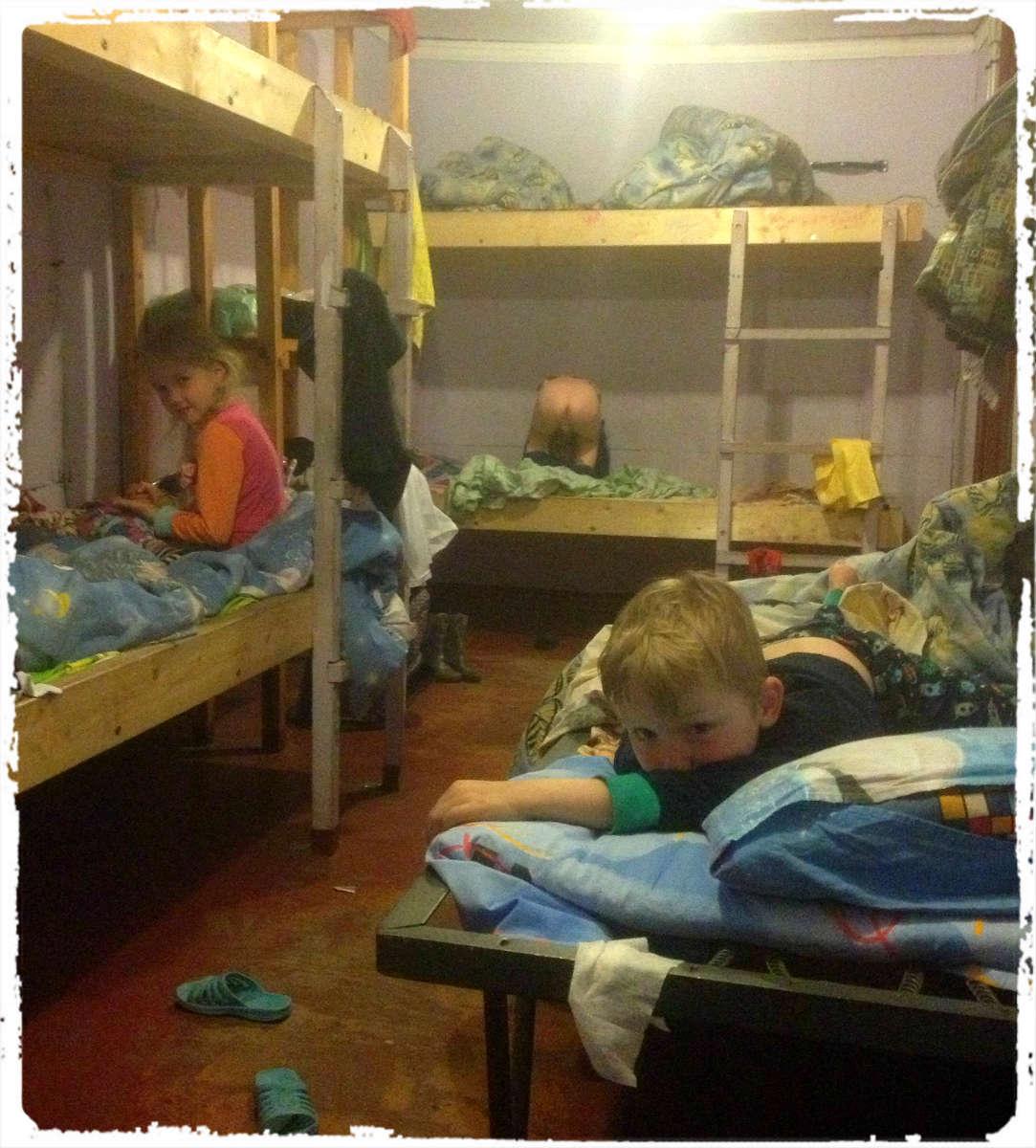После непродолжительных колебаний малый совет мам и бабушек постановил – детей отпустить.