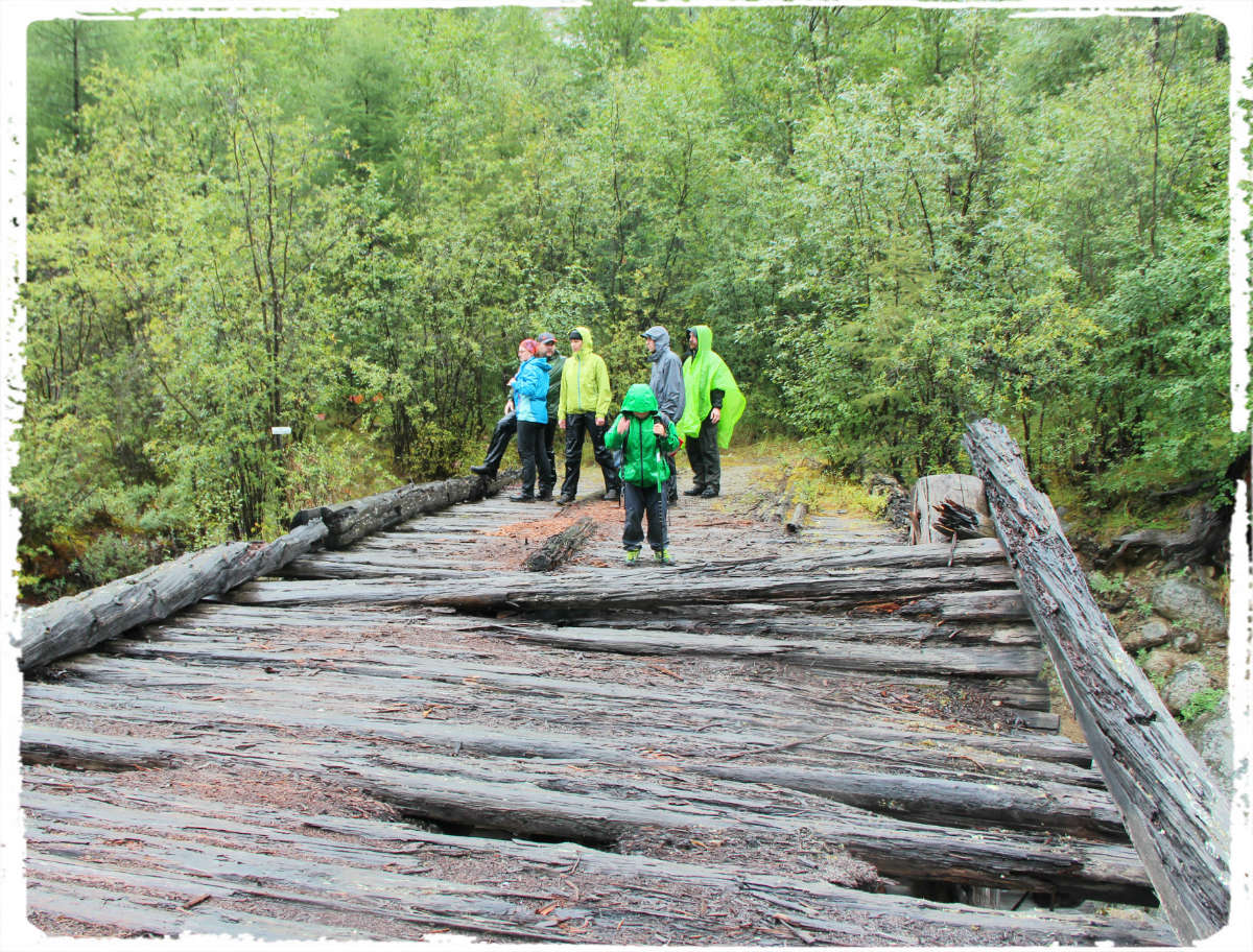 Остатки моста в верховьях Среднего Сакукана.